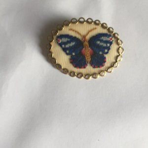 Vintage knitted brooch / pendant